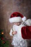 Con la ayuda de Santas Foto de archivo libre de regalías