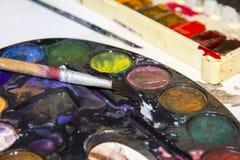 Con la paleta multicolora de colores Imagen de archivo libre de regalías