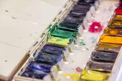 Con la paleta multicolora de colores Fotos de archivo