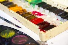Con la paleta multicolora de colores Imágenes de archivo libres de regalías