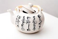Con la tetera del modelo de la poesía de China Foto de archivo libre de regalías