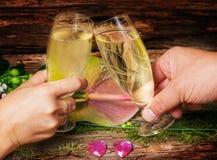Con la tostada del champán, el día de tarjeta del día de San Valentín, Noche Vieja Imágenes de archivo libres de regalías