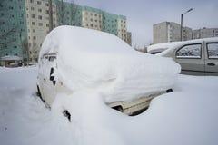 Con las máquinas de la nieve fotos de archivo