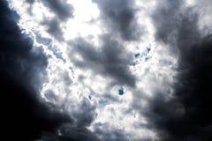 Con las nubes oscuras Imágenes de archivo libres de regalías
