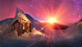 Con mucho gusto resuelva las vacaciones de invierno en las montañas Imagenes de archivo