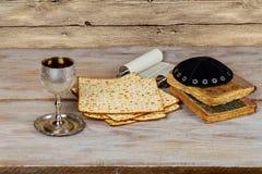 con pan judío del passover del vino y del matzoh Fotos de archivo libres de regalías