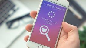 Con successo cercando il partner a datare app sullo smartphone archivi video