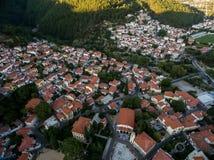 Con vuelo del abejón sobre la ciudad vieja de Xanthi en Grecia septentrional Imagenes de archivo
