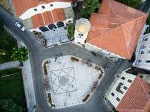 Con vuelo del abejón sobre la ciudad vieja de Xanthi en Grecia septentrional Fotografía de archivo libre de regalías