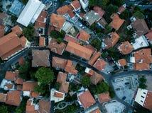 Con vuelo del abejón sobre la ciudad vieja de Xanthi en Grecia septentrional Fotografía de archivo