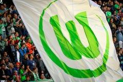 Con y bandera verde alrededor del VfL Wolfsburg imágenes de archivo libres de regalías