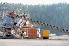 Concasseur de pierres dans une mine de carrière de roche de porphyre Photo stock