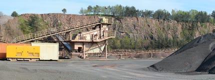 Concasseur de pierres dans une mine de carrière de roche de porphyre Image libre de droits