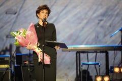 Conceda para possuir o laureado V.Borovik-Hilchevskaya da trilha na cerimónia de entrega dos prémios imagens de stock