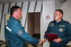 Concedendo os melhores empregados do ministério das emergências de Bielorrússia na região de Gomel Imagens de Stock Royalty Free
