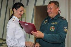 Conceder a los mejores empleados del ministerio de las emergencias de Bielorrusia en la región de Gomel Foto de archivo libre de regalías