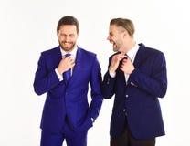 Conceito à moda dos homens de negócios Os sócios comerciais corrigem laços por h Imagens de Stock Royalty Free