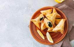 Conceito árabe e do Oriente Médio do alimento Sabanekh de Fatayer - tradi imagem de stock royalty free