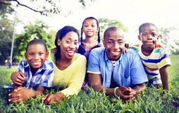 Conceito africano da atividade das férias do feriado da felicidade da família Imagens de Stock Royalty Free
