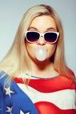 Conceito americano da mamã: Mulher gravida nova imagens de stock royalty free