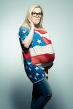 Conceito americano da mamã: Mulher gravida nova surpreendida fotos de stock