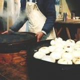 Conceito asiático cozinhado do alimento da rua da cultura das bolinhas de massa imagens de stock