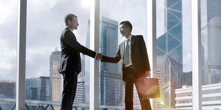 Conceito asiático de Partnetship do acordo do aperto de mão do negócio fotos de stock royalty free