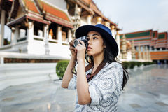 Conceito asiático ocasional da cidade da recreação da afiliação étnica da câmera Fotos de Stock Royalty Free