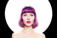 Conceito brilhante da coloração Mulher bonita com cabelo colorido Foto de Stock