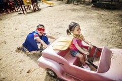 Conceito brincalhão de Elementary Childhood Kid da irmã do irmão Imagem de Stock