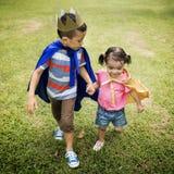 Conceito brincalhão de Elementary Childhood Kid da irmã do irmão Imagens de Stock
