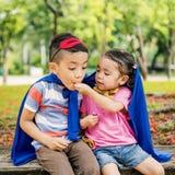 Conceito brincalhão de Elementary Childhood Kid da irmã do irmão Fotografia de Stock Royalty Free
