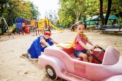 Conceito brincalhão de Elementary Childhood Kid da irmã do irmão Foto de Stock Royalty Free