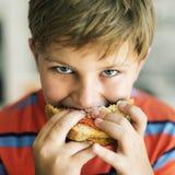 Conceito com fome do sanduíche da criança da fome das crianças da criança Foto de Stock