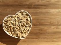 Conceito criativo do alimento: Comer saudável, coração saudável imagens de stock