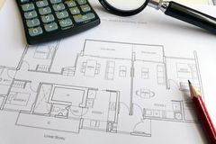 Conceito cuidadoso do comprador de casa foto de stock royalty free