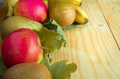 Conceito da ação de graças e do outono com frutos sazonais Fotos de Stock Royalty Free