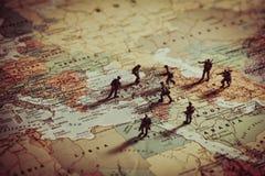 Conceito da agressão militar em Médio Oriente imagens de stock