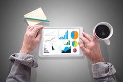 Conceito da análise gráfica em uma tabuleta imagens de stock