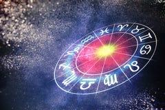 Conceito da astrologia e dos horóscopos O zodíaco assina dentro o círculo 3D rendeu a ilustração Imagem de Stock