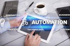 Conceito da automatização como uma inovação, melhorando a produtividade na tecnologia e nos processos de negócios fotografia de stock