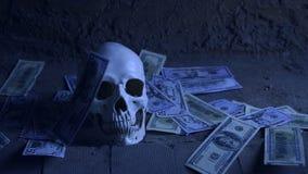 Conceito da avidez do dinheiro com crânio humano, crânio e dinheiro de queda video estoque