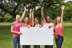 Conceito da caridade do apoio do câncer da mama das mulheres foto de stock