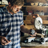 Conceito da carpintaria de Craftman Lumber Timber do carpinteiro foto de stock