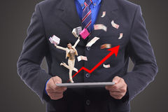 Conceito da compra da mostra do negócio com seu portátil Fotografia de Stock Royalty Free