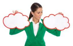 Conceito da decisão: Mulher de negócios isolada que guarda dois sinais para p Imagem de Stock