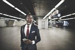 Conceito da descida de Travel Passenger African do homem de negócios foto de stock