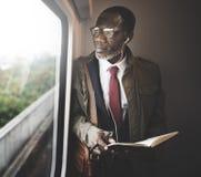 Conceito da descida de Travel Passenger African do homem de negócios fotos de stock royalty free