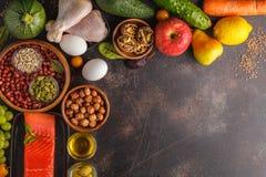 Conceito da dieta de Paleo Fundo equilibrado do quadro do alimento Copie o espaço, imagem de stock