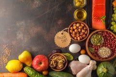 Conceito da dieta de Paleo Fundo equilibrado do quadro do alimento Copie o espaço, fotos de stock royalty free
